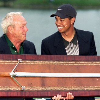 Tiger Woods and Arnold Palmer pose in 2000 after Woods won what would be the first of his 4 straight PGA Tour victories at Bay Hill. (Andy Lyons /Allsport)