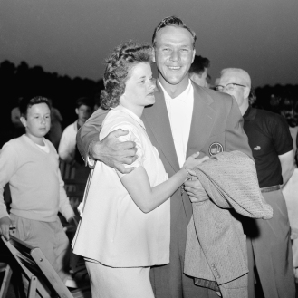 Arnold Palmer and his wife, Winnie, after he won the Masters in 1958. (AP Photo)
